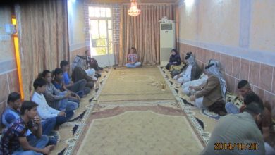صورة اجتماع في مضيف احد شيوخ العشائر الداعمين للحملة