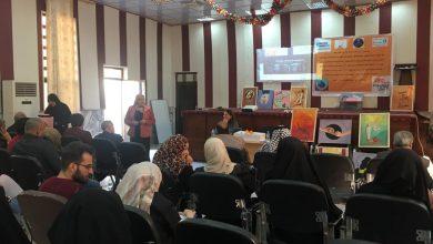 """صورة تحت شعار """"المرأة، الأمن، السلام"""" و """" لون العالم برتقالياً """""""
